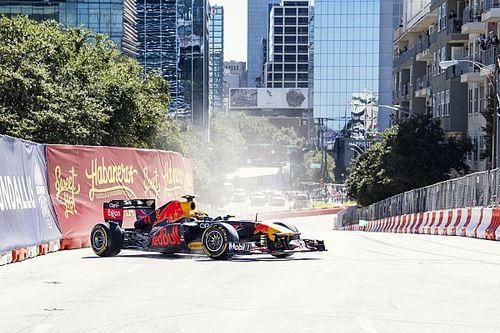 Sergio Perez, Dallas caddelerinde gösteri sürüşü yaptı