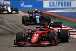 A hatalmas Perez, Alonso, Leclerc csata az Orosz Nagydíjról, amit nem láthattunk (videóval)