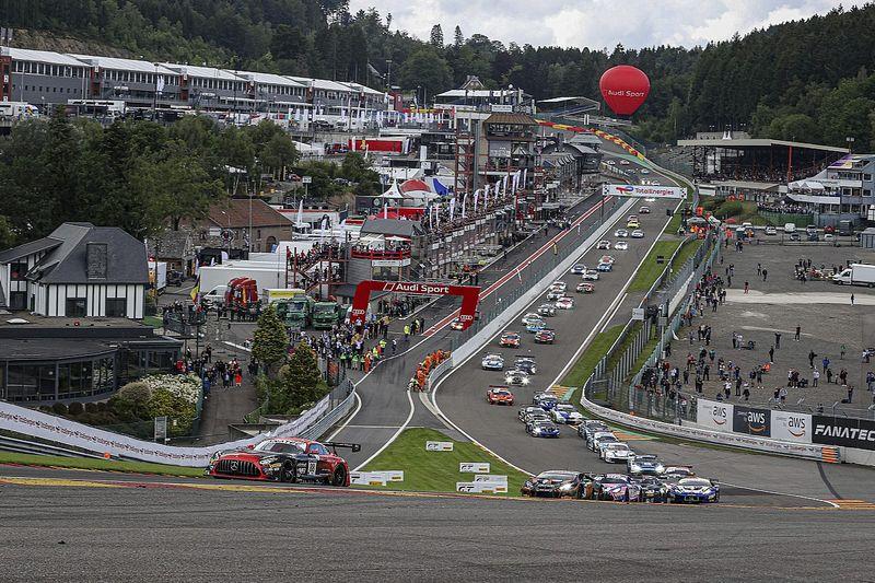 Un accidente brutal en las 24h de Spa acaba con dos pilotos ingresados