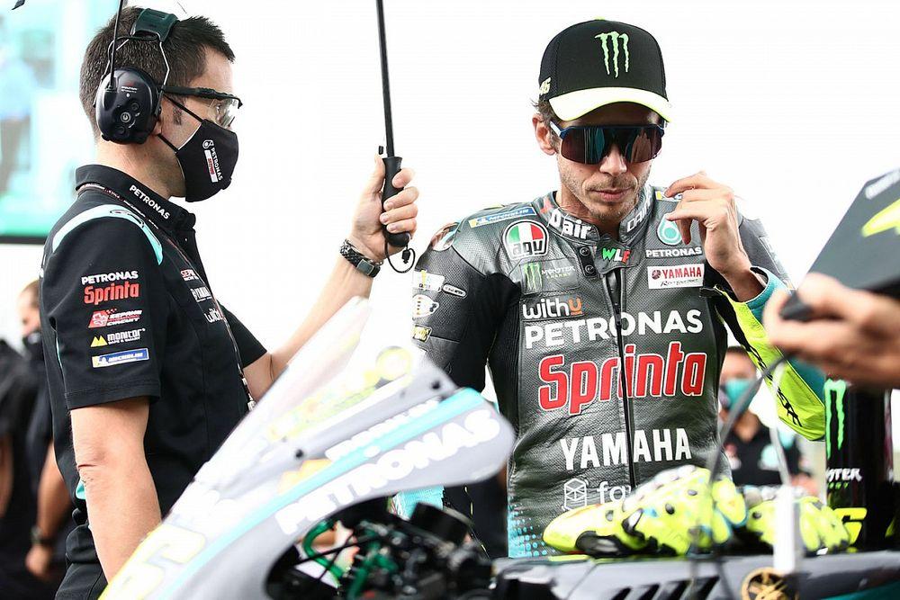 """Rossi: """"Toprak, MotoGP'de de hızlı olabilir"""""""