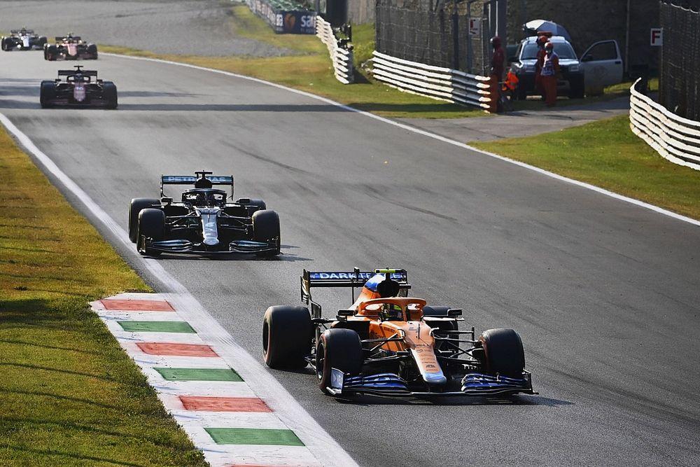 """Hamilton, """"Verstappen için kolay bir galibiyet olmalı"""""""