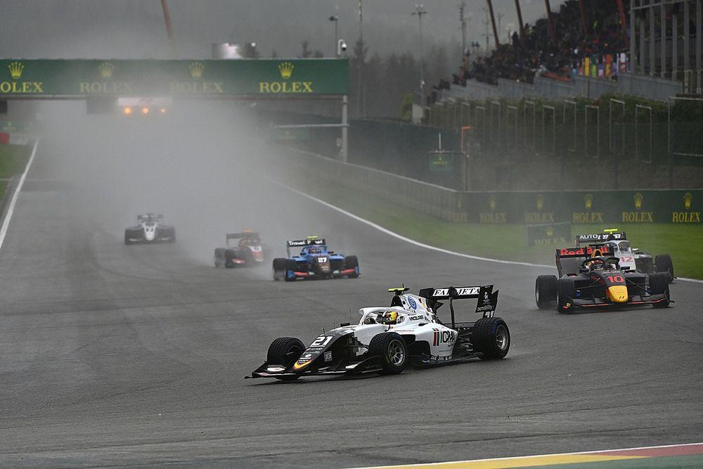 Colombo gana bajo la lluvia en la F3