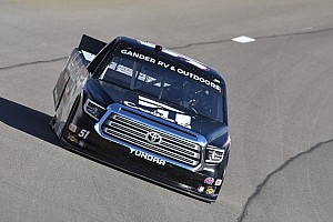 Kyle Busch dominates in Truck Series win at Las Vegas