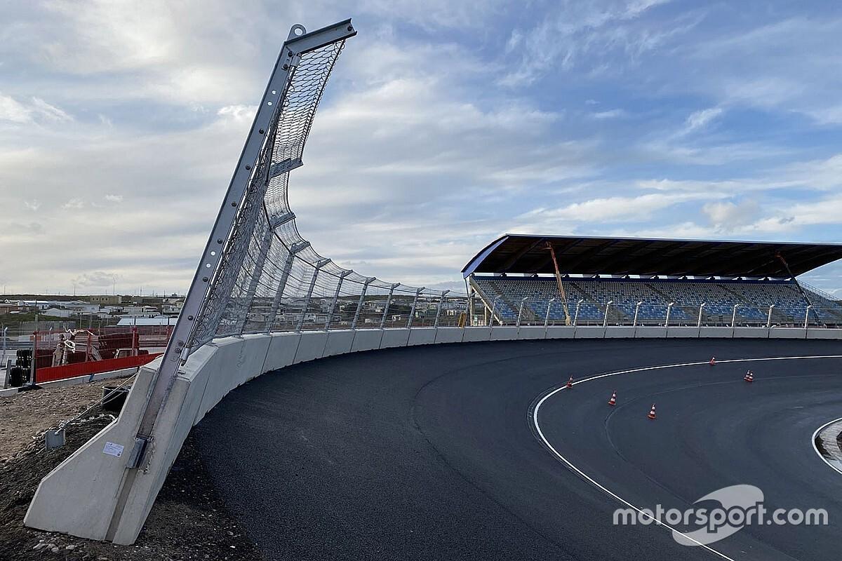 VIDEO: YouTuber racet in game over verbouwd Circuit Zandvoort