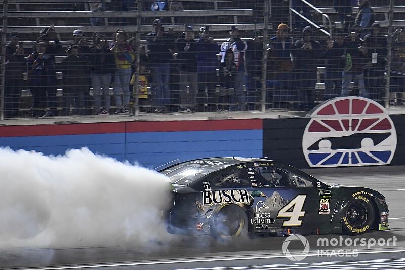 NASCAR-Rodeo in Fort Worth: Harvick zieht mit Sieg ins Finale ein