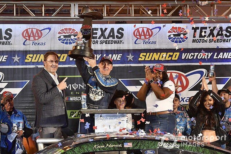 Harvick vence no Texas e fará quinta final da NASCAR em seis anos