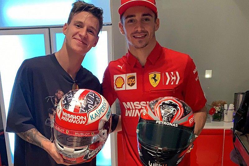 Las dos revelaciones de MotoGP y F1 intercambiaron cascos