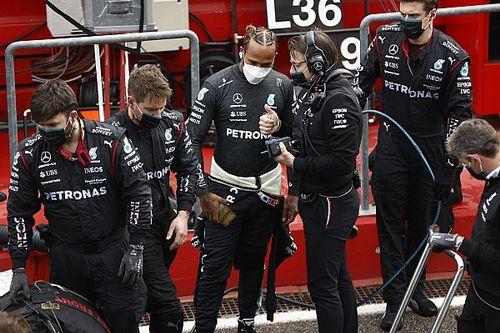 """F1: Villeneuve acredita que Hamilton """"não está mais acostumado a correr riscos"""""""