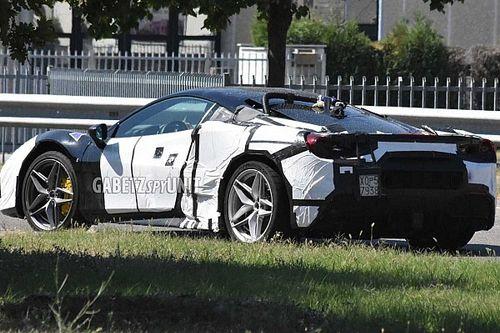 La Ferrari V6 ibrida si avvicina al debutto, ecco le foto spia