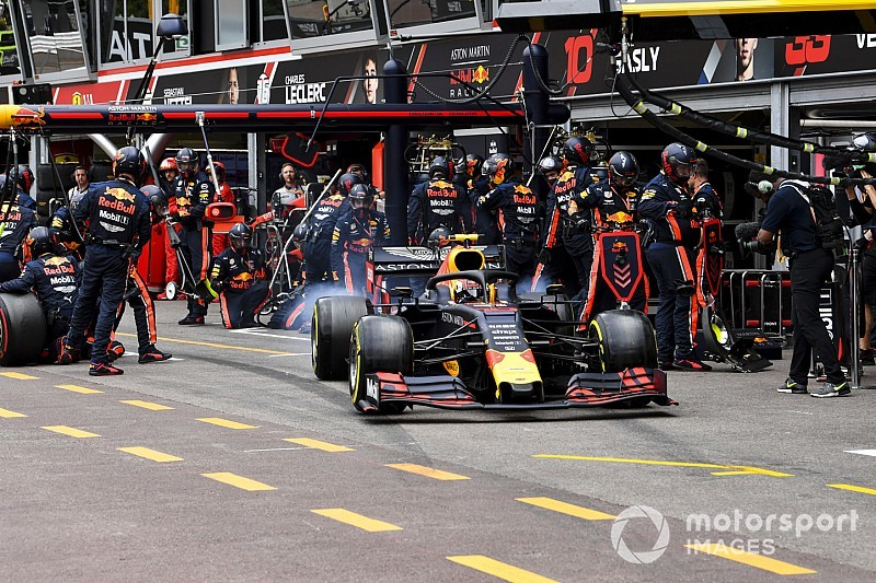 VÍDEO: Veja manobra arrojada de Verstappen em cima de Hamilton no fim do GP de Mônaco