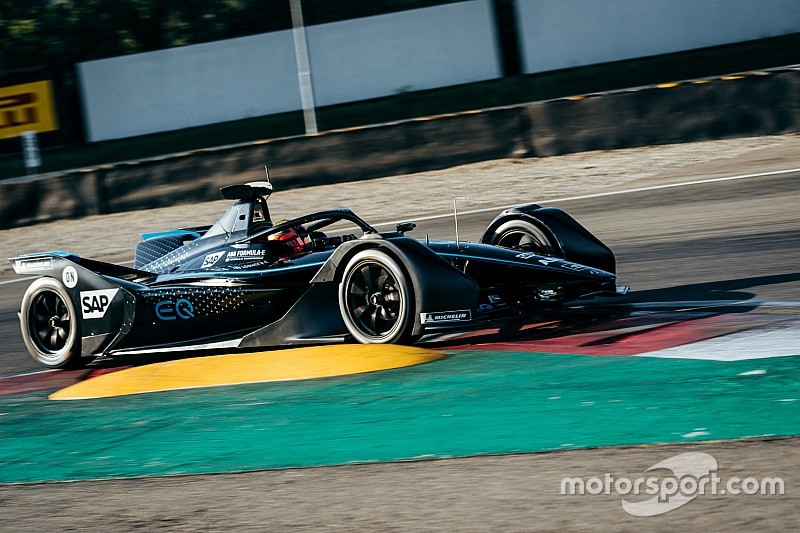 Autodromo Varano Calendario 2020.Mercedes Ha Compiuto Il Secondo Test A Varano Con La