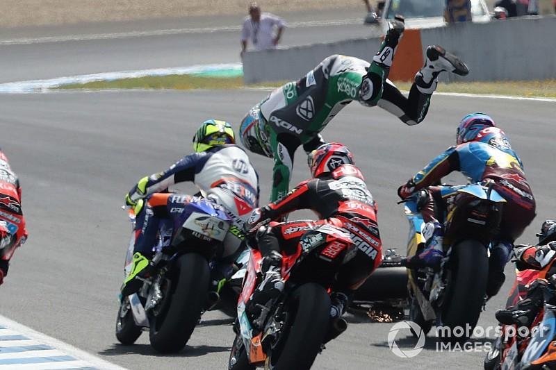 Кадр уик-энда: высокий полет и чудесное спасение гонщика Moto2 в Хересе