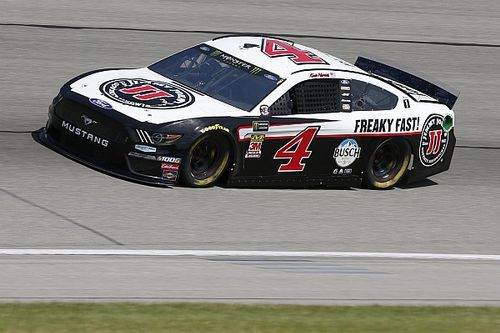 Kevin Harvick tops Hendrick teammates for Stage 2 win