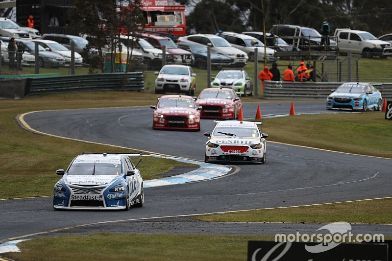 Sandown 500: Russell wins wild first qualifying race