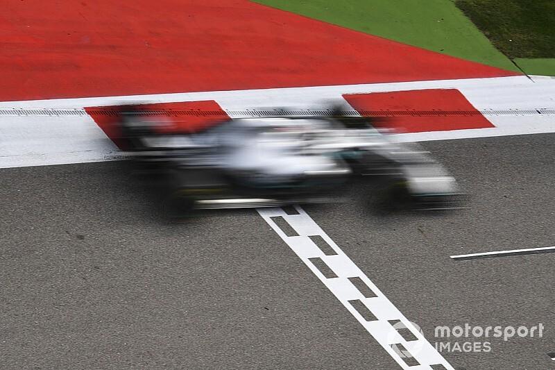 Hamilton az utolsó utáni pillanatokban mentett: durva csattanás lett volna (videó)