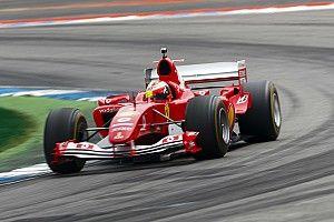 """GALERIA: Filho de Schumacher pilota Ferrari do hepta do pai: """"Incrível"""""""