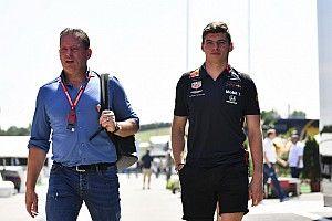 """Pai de Verstappen dispara contra fase da Red Bull: """"Coloque Max em um bom carro e ele brigará pelo título"""""""
