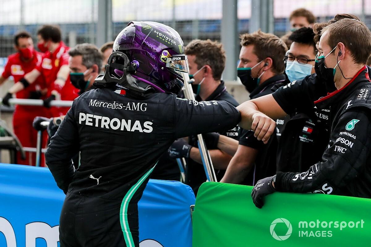 """Hamilton: """"Negentig poles in F1, het is niet te geloven"""""""