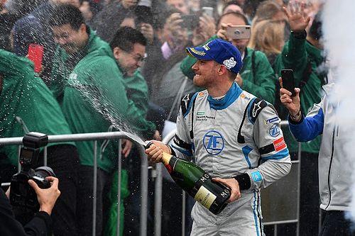 Берд получил штраф, победителем гонки в Гонконге стал Мортара
