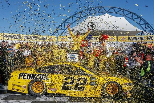 Logano narrowly beats Keselowski in Penske 1-2 at Las Vegas