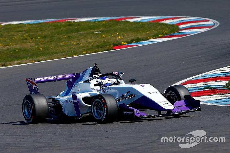 Chadwick es la más rápida en la primera sesión en Hockenheim