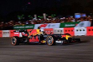 Új képeken és videón is a vietnami F1-es show: éjszakai őrület!