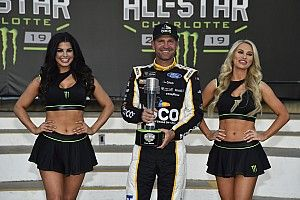 Clint Bowyer wins pole over Kyle Busch for All-Star Race