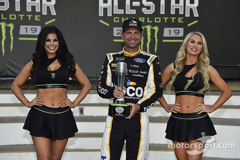 Clint Bowyer le gana la pole a Kyle Busch para el All-Star