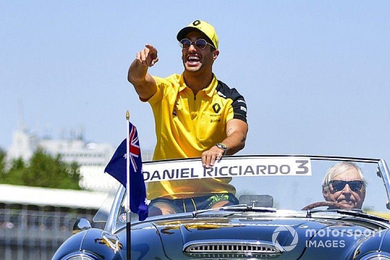 Риккардо пришел в восторг от душевой в новом моторхоуме Renault