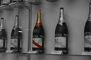 Alfa Romeo desvenda mito por trás de champagne fechada de Kubica