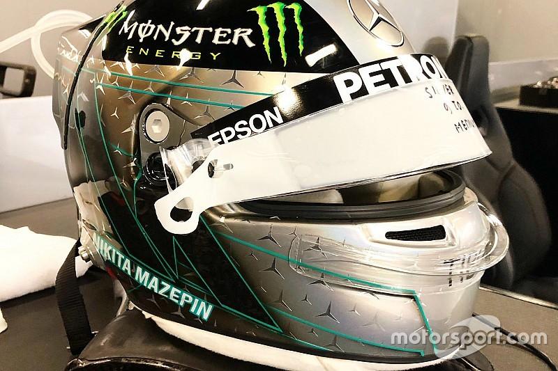 Мазепин в Mercedes: новый шлем и другие фото из Барселоны