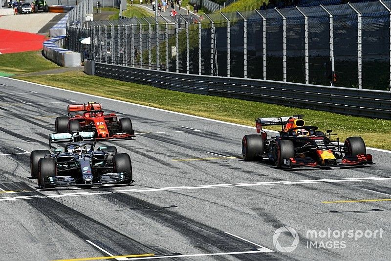 Hamilton recibe una sanción en la parrilla por obstaculizar a Raikkonen
