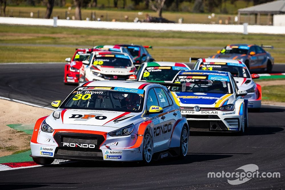 Winton TCR: Brown dominates second race