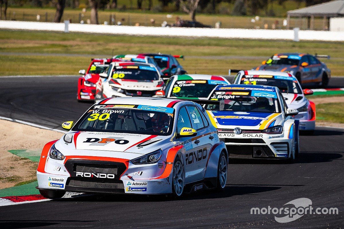 TCR Australia in Supercars date clash talks