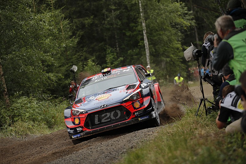 Neuville inicia arriba en el Rally de Finlandia