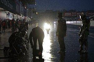 """8耐夜間FPは""""大雨""""で赤旗。ウエットでヤマハのファン・デル・マークが強さを見せる"""