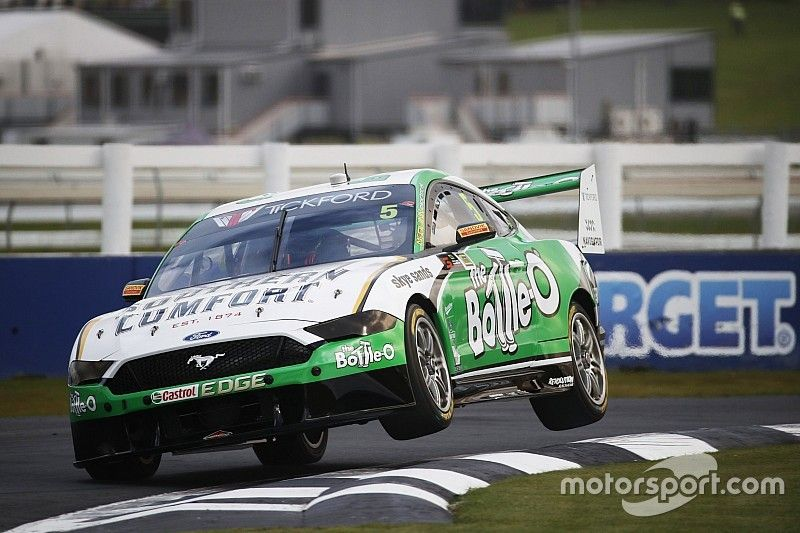 Pukekohe Supercars: Holdsworth sets new practice record