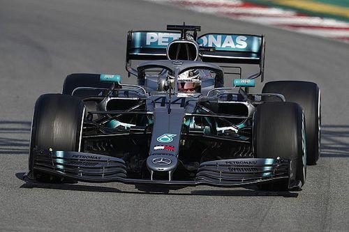 Hamilton: Mercedes, Ferrari'yi kovalarken aşırı zorlamamalı