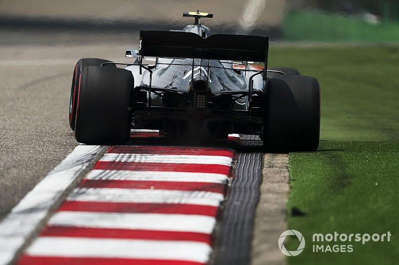 A Mercedes volt a leggyorsabb a második kínai szabadedzésen Vettel és Verstappen előtt: gondok Leclerc autójával