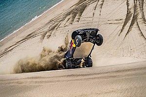 Аль-Аттия прокатил Лоренсо по дюнам на двух колесах: фото и видео