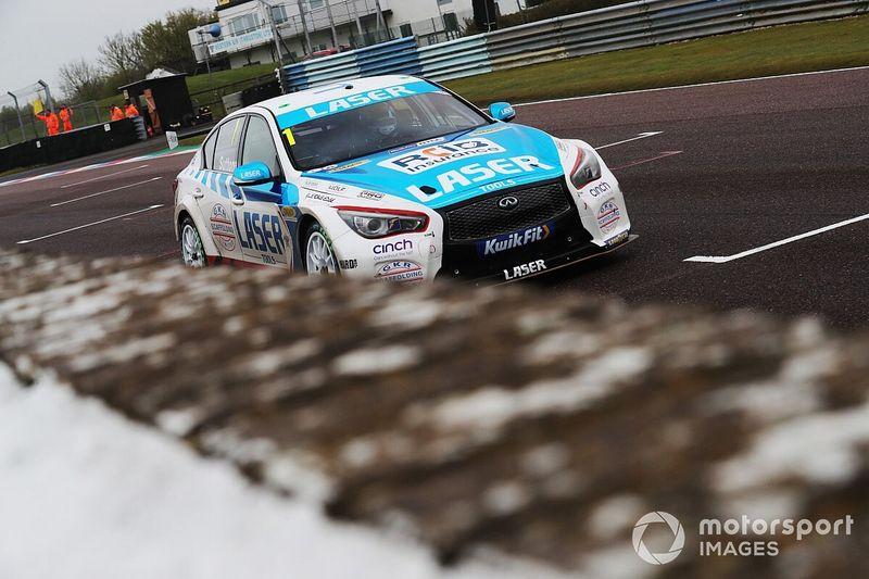 Thruxton BTCC: Sutton wins wild rain-affected Race 3