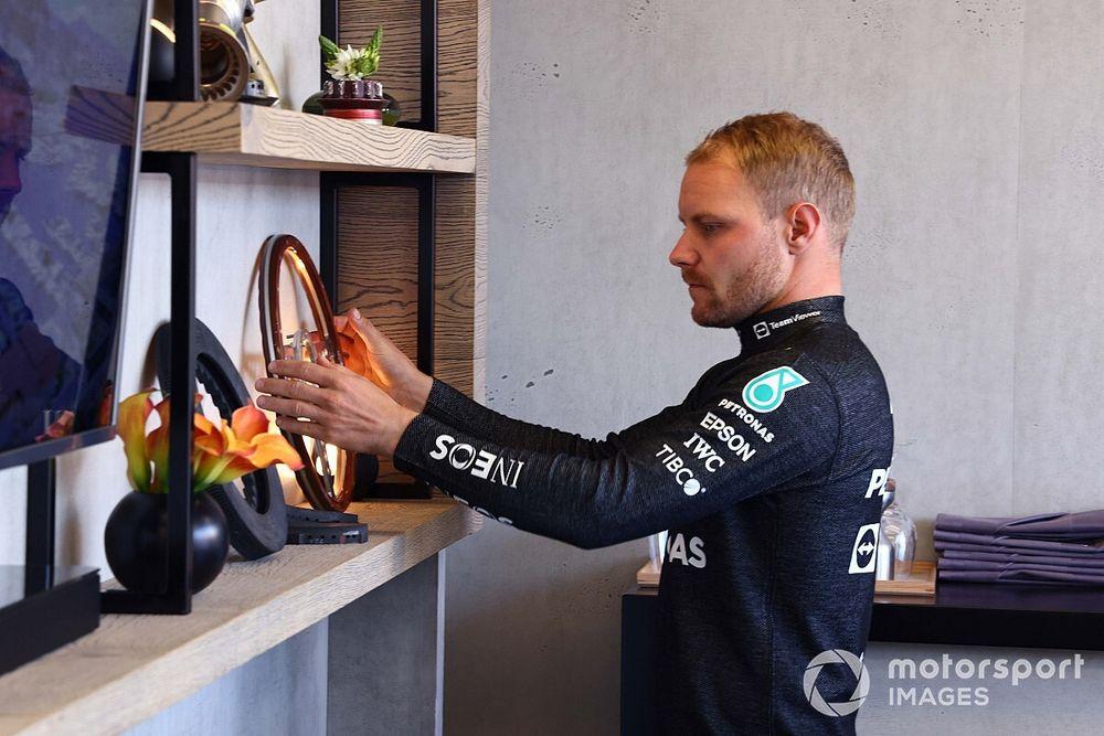 """F1: Bottas tem foto """"negativa"""" na área de trabalho do computador como motivação"""
