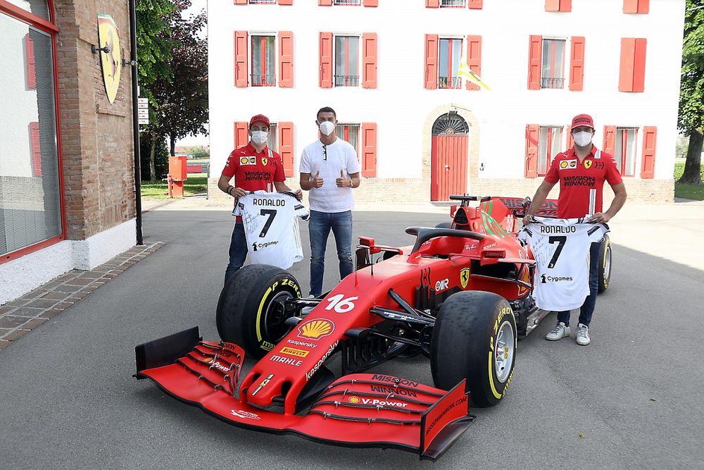 Ferrari: ieri Ronaldo a Maranello con Leclerc e Sainz