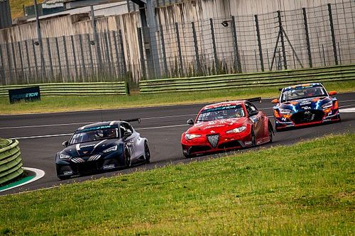 Cupra duo Azcona and Ekstrom on top after first day of Pure ETCR at Vallelunga