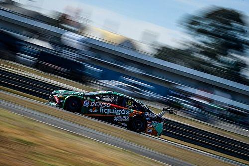 Rafael Suzuki conquista primeira pole na Stock Car e larga na frente em Curitiba