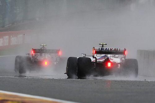 La lluvia impide el inicio del GP de Bélgica, que está en el aire