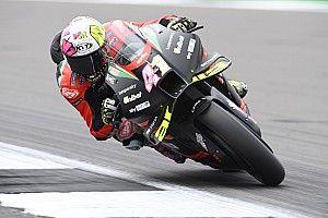 Aleix Espargaro topt warm-up op Silverstone, crash voor Marquez