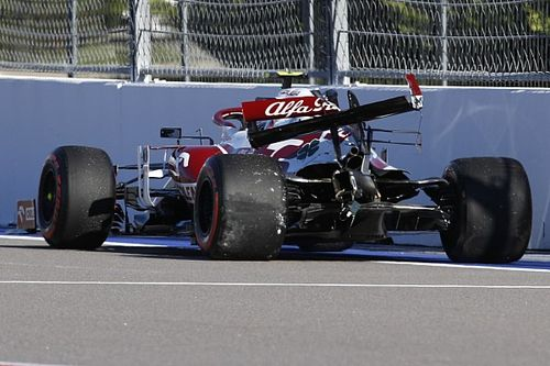 Fotogallery F1: l'incidente di Giovinazzi con l'Alfa Romeo in FP2