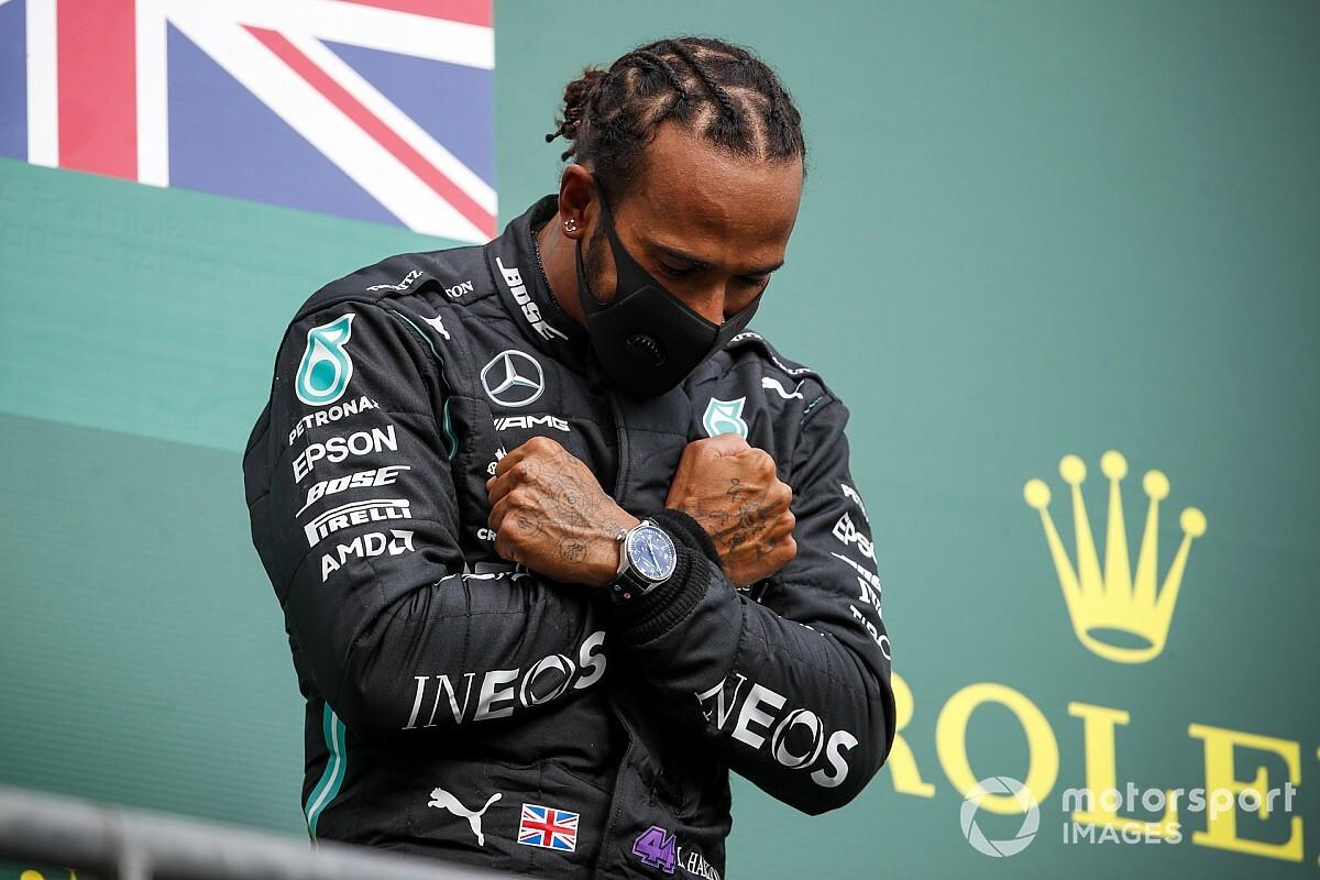 """F1: Hamilton """"desabou"""" com a notícia da morte de Chadwick Boseman"""