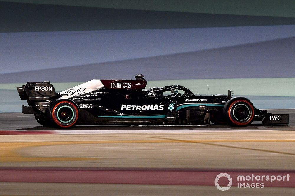 Hamilton diz que mudanças na F1 têm objetivo de desacelerar Mercedes